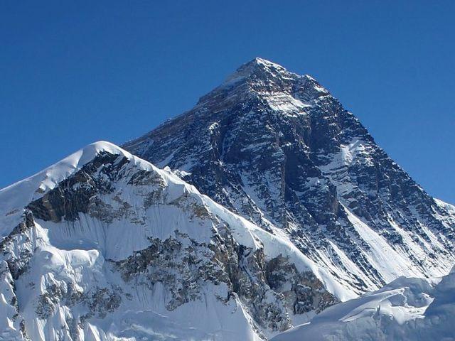 Terremoto in Nepal – Recuperati 17 cadaveri sull'Everest