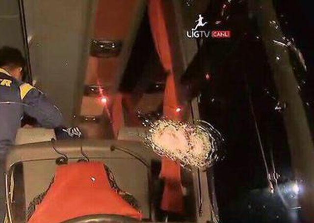 Turchia – Spari contro il pullman del Fenerbahce