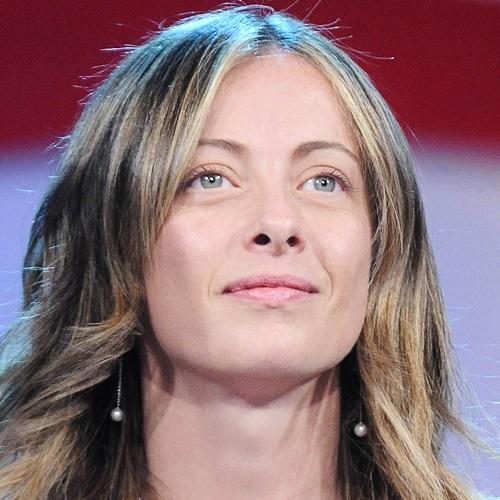 Giorgia Meloni (innamorata) regina del gossip