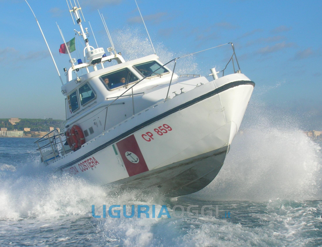 Vado Ligure - Turisti svizzeri salvati dalla Guardia Costiera