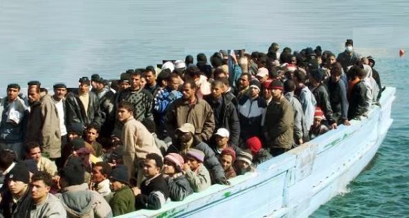 Migranti – Soccorso barcone con bambini e neonati a Santa Maria di Leuca