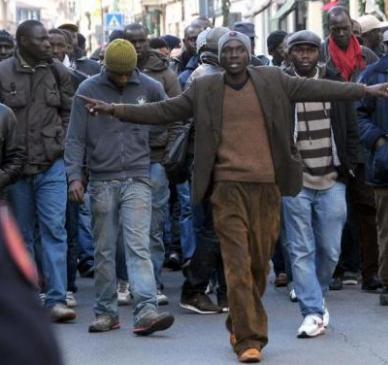 Immigrazione – Protesta in centro accoglienza Varcaturo: 5 migranti arrestati