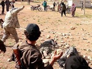 Giovani gay lapidati dall'Isis