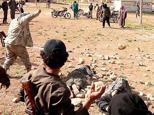 Gay – Terroristi Isis uccidono a sassate due giovani omosessuali