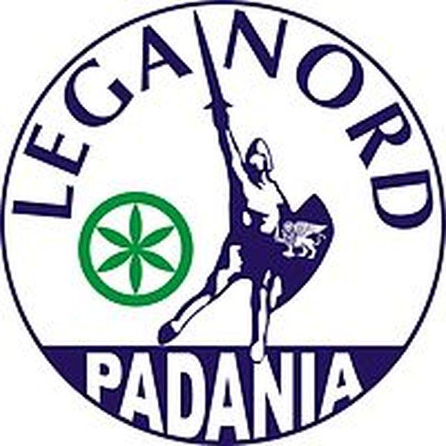 Milano – Corteo degli anarchici, devastata sede della Lega Nord