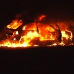 macchina incendio fiamme auto
