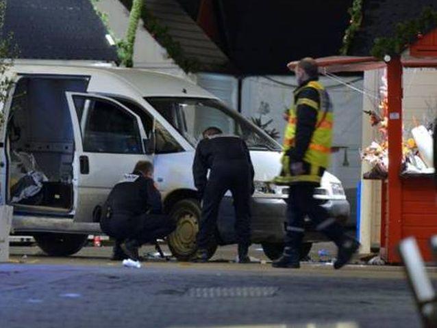 Nantes – Terrorista si lancia contro la folla con un furgone. 11 feriti