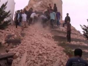 Nepal - Sale bilancio delle vittime: 4.300 morti e 7.600 feriti