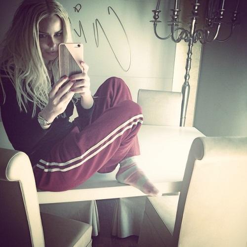 """Gossip – Nina Moric su Instagram: """"Nessun tentato suicidio, caduta in casa"""""""