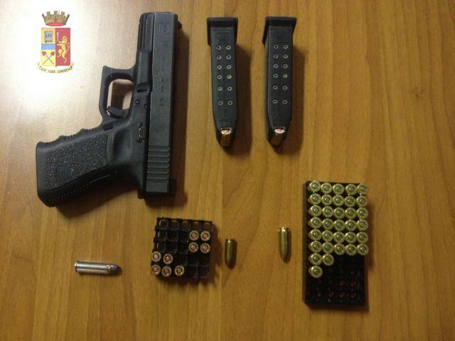 Genova – Manda foto con pistola a ex moglie: denunciato 46enne