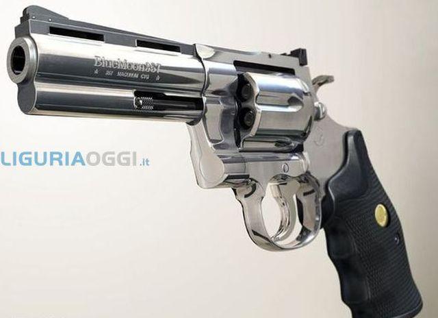 Savona - Colpi di pistola in via Premoli, due feriti