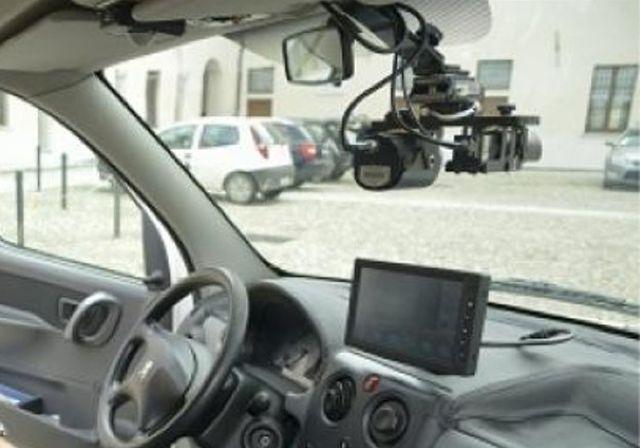 Genova – Auto della Municipale in grado di fare multe e controllare assicurazioni