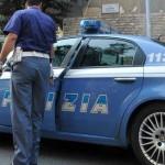Giallo a Napoli: poliziotti trovano in strada donna massacrata