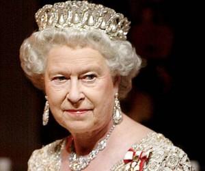 Inghilterra - Regina Elisabetta non va alla Messa di Natale, sta male