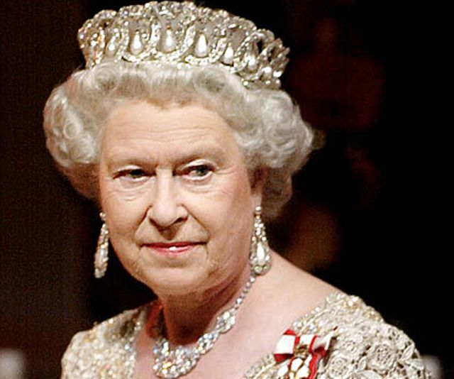 Inghilterra – Regina Elisabetta non va alla Messa di Natale, sta male