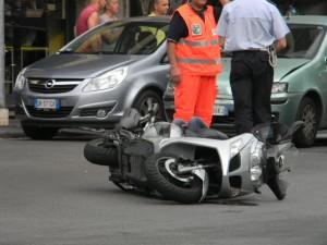 Auto contro moto a Celle Ligure, ferita una ragazza