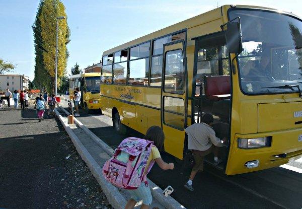Liguria – Bambino terribile ad Avegno: sindaco gli vieta scuolabus