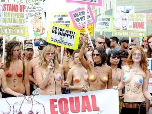 Protesta per topless a Venice Beach