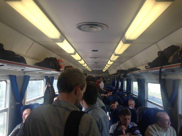 Treni – Pendolari in piedi sul treno regionale Torino – La Spezia