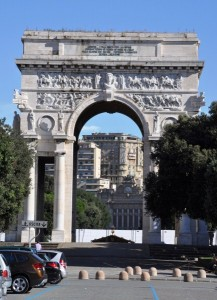 Auto si ribalta in piazza della Vittoria, tre persone ferite