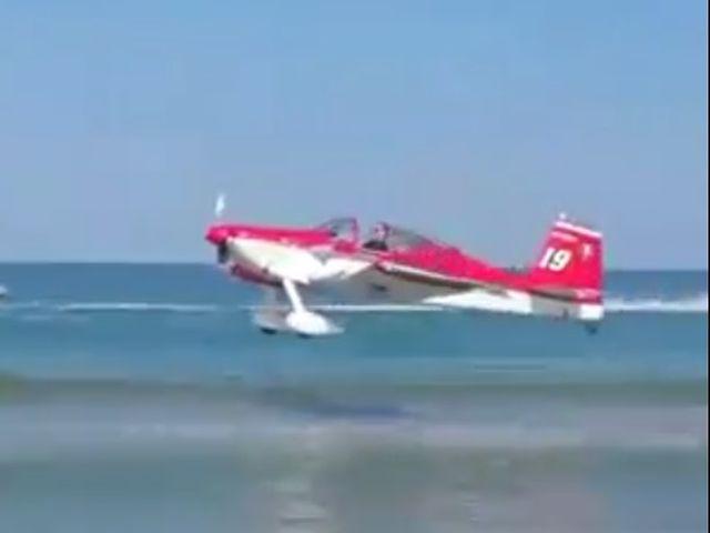 Incidente aereo a Teramo prima delle Frecce Tricolori – VIDEO