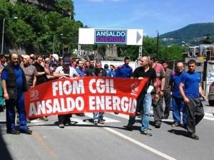 Ansaldo Energia - Operai sfilano in corteo e bloccano casello Genova Ovest