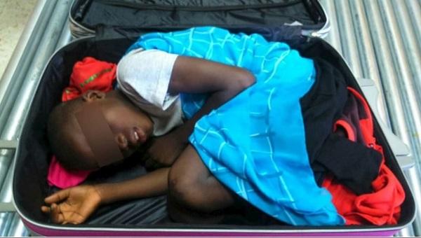 Immigrazione – A Ceuta trovato bimbo in un trolley: voleva entrare in Europa