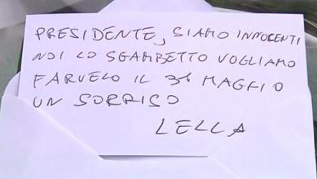Berlusconi cade dal palco e accusa la sinistra, Paita manda biglietto e fiori