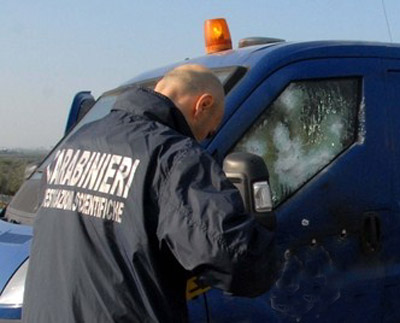 Assalto a portavalori con sparatoria sull'Autostrada A12