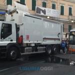 Liguria - Incendio a Lumarzo causato da camion Amiu