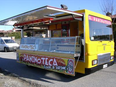 Roma – Camion-bar sfrattati dall'area archeologica