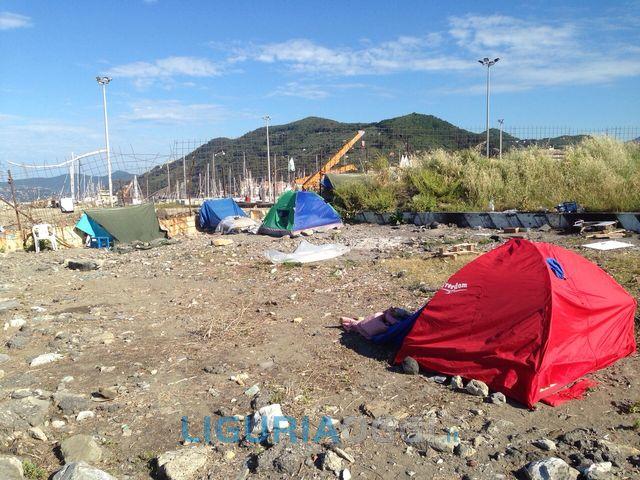 Chiavari – Campo nomadi abusivo sgomberato dalla polizia municipale