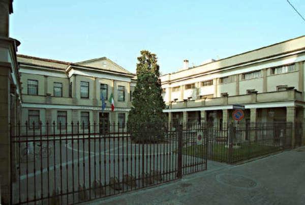 Bergamo – Costituito 31enne che ha dato fuoco a direttrice Banca Treviglio