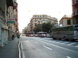 Cornigliano, causa incidente e scappa, fermato da un automobilista