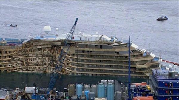 Costa Concordia termina il suo ultimo viaggio