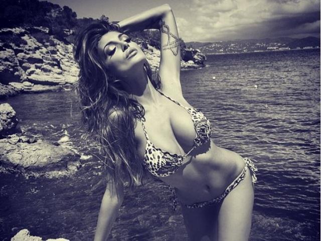 Gossip – Cristina Buccino torna sull'isola in versione hot