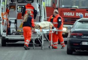 Auto contromano sulla A30, morti due anziani