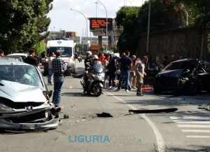Incidente stradale a Voltri