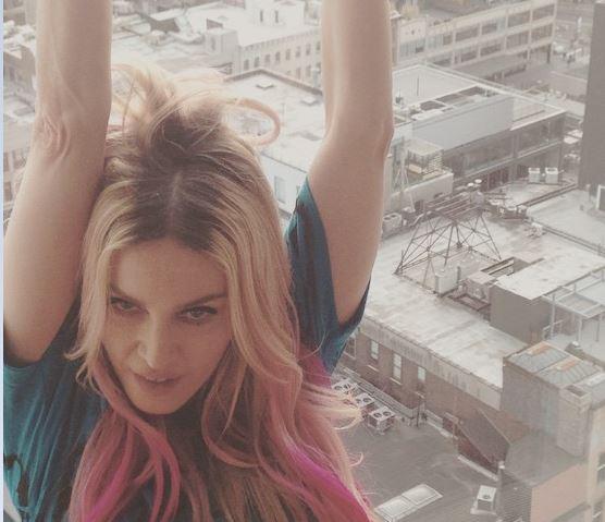 Gossip – Madonna cambia look: capelli neri, biondi e rosa