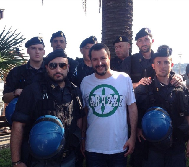 Liguria – Salvini a Imperia tra baci e uova (alla Polizia)