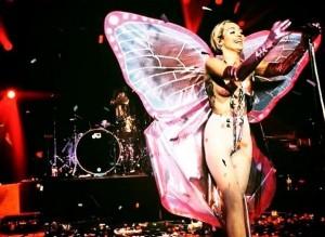 miley cyrus farfalla topless