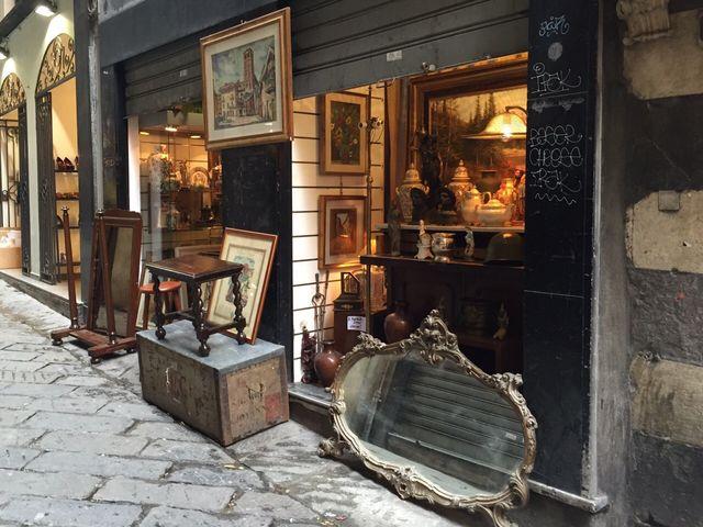 Commerciante multato in via Fossatello e mercatino libero in via Turati