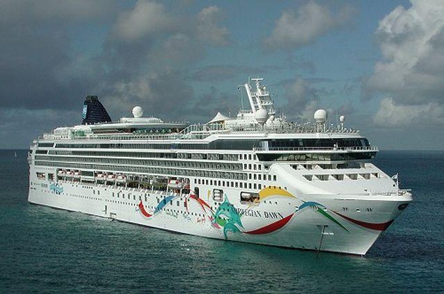 Nave da crociera Norwegian Dawn incagliata alle isole Bermude