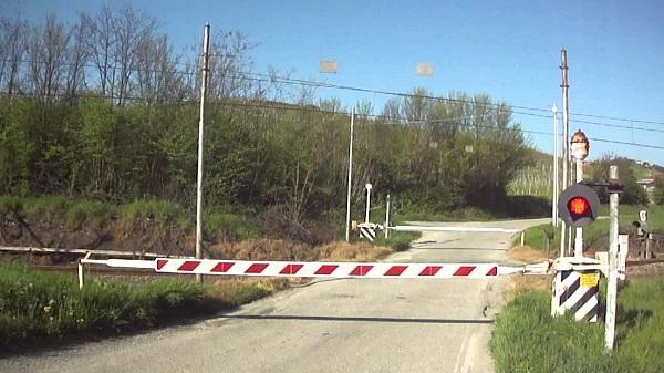 Pistoia – Anziano attraversa passaggio a livello: morto investito da treno