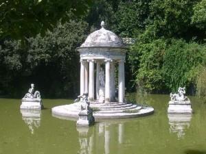 il laghetto di Villa Pallavicini a Pegli