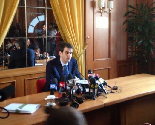 "Raffaele Fitto presenta Associazione Conservatori e Riformisti: ""Basta gruppi parlamentari"""