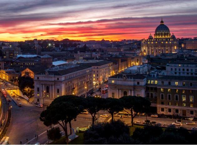 Roma – Turisti sbagliano hotel: minacciati con pistola da albergatore inferocito