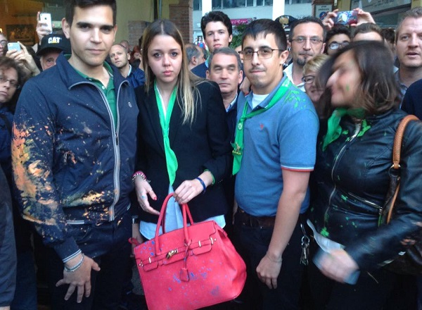 Salvini a Segrate: uova e vernice su spettatori e poliziotti