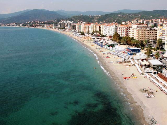 Savona conferma la Bandiera Blu per la spiaggia delle Fornaci