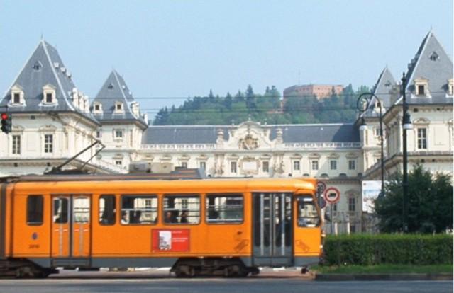 Torino – Muore schiacciato da tram davanti a moglie e figlio